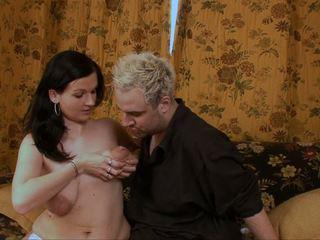 Titsucking স্তন্যদান চোট চুলের মেয়ে বিশাল areolas leaking আম্মু