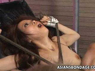 Asiatiques bondage: tied jusqu'à asiatique penetrated avec baise machines