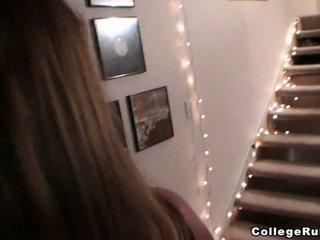 Deri kızlar gizli oda ve kısa saç