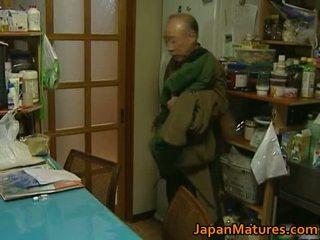 Japans milf enjoys heet seks