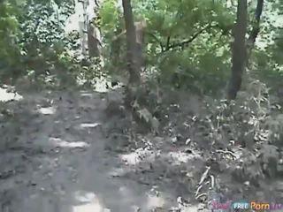 Tania has sebuah gaya doggystyle quickie di itu hutan
