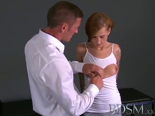 Budak, dominasi, sadism, masochism: sadistic master scares his abdi and bangs her