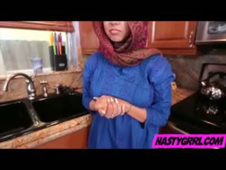 Hijabi หญิง ada has ไปยัง ดูด หำ และ obey