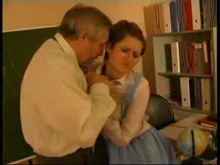 선생 학대 독일의 인형