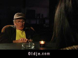 Velho homem got blind data com jovem gaja