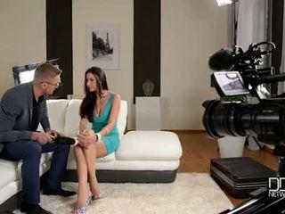 Italiaans glanour babe gets interviewed voor anaal seks