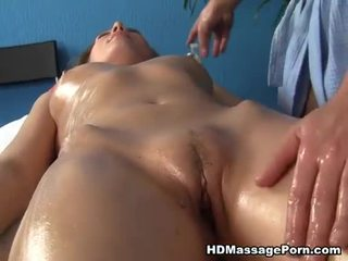 Loira gaja sexy enjoys sexy massagem session