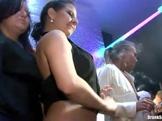 Bibi fox en haar lusty girlfriends hebben hard seks