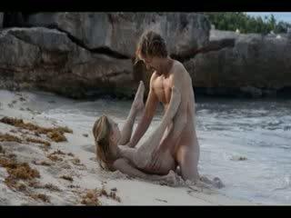 Ekstrēms māksla sekss no uzbudinātas pāris par pludmale