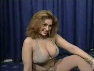 Pakistan bigboobs aunty goli dance v ji spalnica