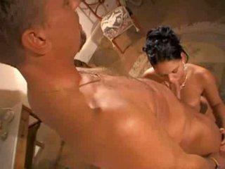 Модель christina bella в гаряча сцена