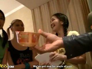 Azjatyckie college dziewczyny dziel się chuj
