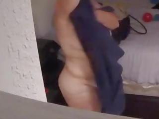 Spying sur 64 yo ronde sexy vieille après douche: gratuit porno 6e