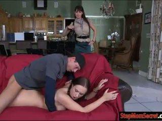 Two seksuālā sievietes eva karera un holly hudson karstās threeway