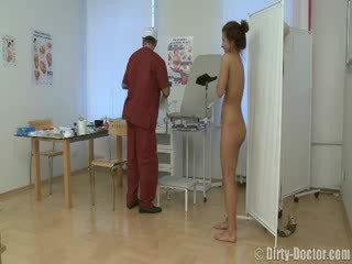 فتاة منحرفة بواسطة ل gynecologist