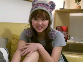 Sexig bystiga asiatiskapojke tonårs flickvän fingers