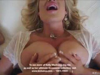 Голям бюст съпруга kelly madison titty fucks хуй и swallows изпразване