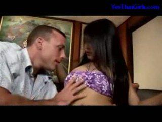 泰國 女孩 吸吮 公雞 getting 她的 的陰戶 性交 上 該 床