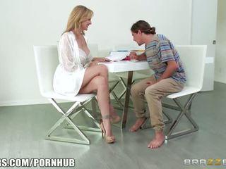 Brazzers - blondinka betje eje julia ann takes young sik - porno video 431