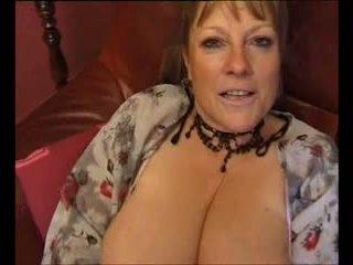 Brigitte berthet vieille salope se doigte le cul