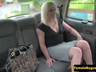 khỏa thân công cộng, female fake taxi