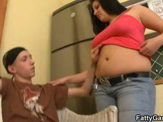 Seksi wanita yang berisi seduces an muda dude
