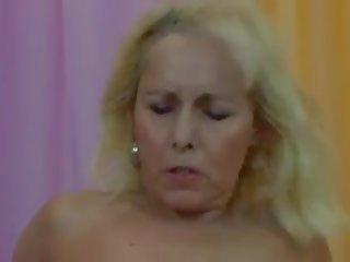 Versaute muttis: sperma swallowing porno video fc