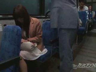 Chikan follada en autobús