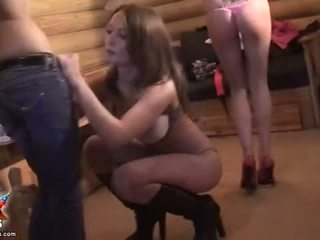 Student kuikens striptease en krijgen bende banged video-