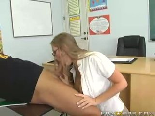 Velika boobed abby rode swallows tič in acquires titty zajebal