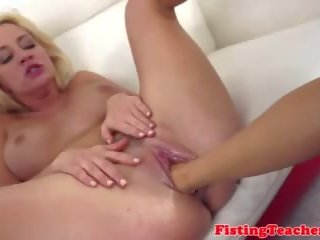 Milf babe fisted op haar terug door eurobabe, porno 0a