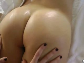 brunette, massage érotique