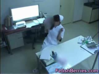 Tentakkel bukkake til en sykepleier!