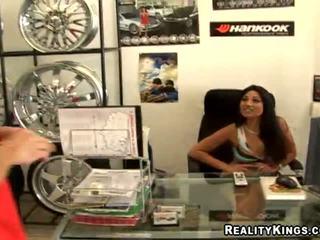 Latina wheel seller jazmine zvaigzne fuckin viņai klients