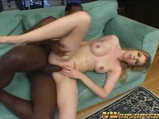 Weinig blank tiener meisje en groot zwart piemel in interraciaal seks