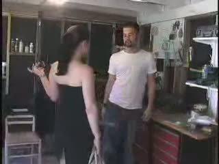 The mechanic gave a รวย arrogant ผู้หญิงสำส่อน สิ่งที่ เขา deserves