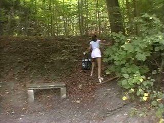 Pupa forzato in il park