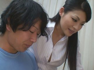 Chlapec gets viac než pomoc pre jeho studies od príťažlivé učiteľka naivka
