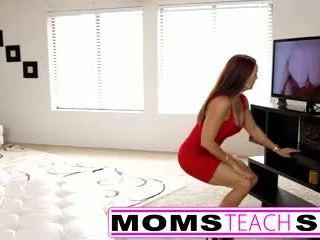 Βήμα μαμά fucks γιός σε Καυτά τρίο σεξ tape
