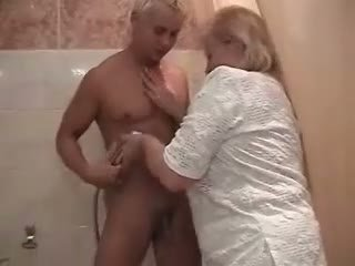 babička, sprcha, hrubú prdel