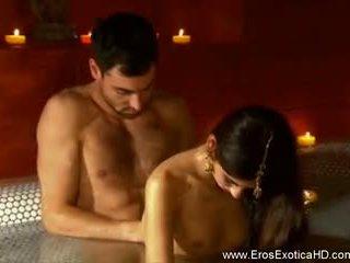 На екзотичен ways на tantric секс