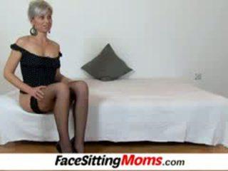 Beate a karstās kājas māte puika facesitting un vāvere eating
