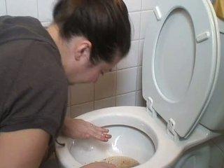Brunette kotsen vomit puke vomiting kokhalzen pukes