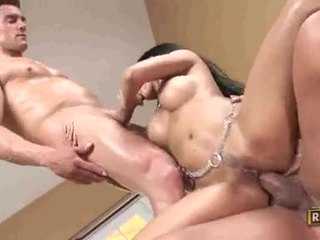 Priva goes baise sauvage getting dp pounded avec powerful beaux gosses