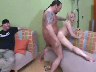 Sluty rambut pirang aaralyn barra getting basah alat kemaluan wanita slammed dengan besar kontol