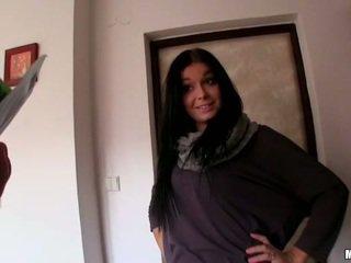 Tsjechisch meisje vikky banged in haar apartment