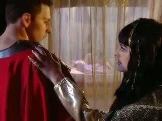 Cleopatra goes ελληνικό στυλ