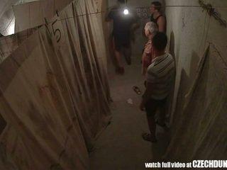 Shocking shots a partir de eastern europeia underground brothel