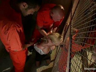 Prisoners avoir laid une merde dehors de samantha sin