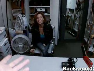Veronica avluv squirts in de achterkamer